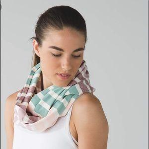 Lululemon vinyasa scarf NWOT